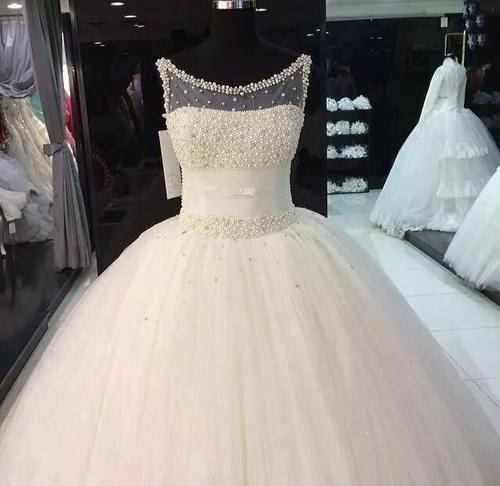 لباس عروس های ساده با دامن پفی